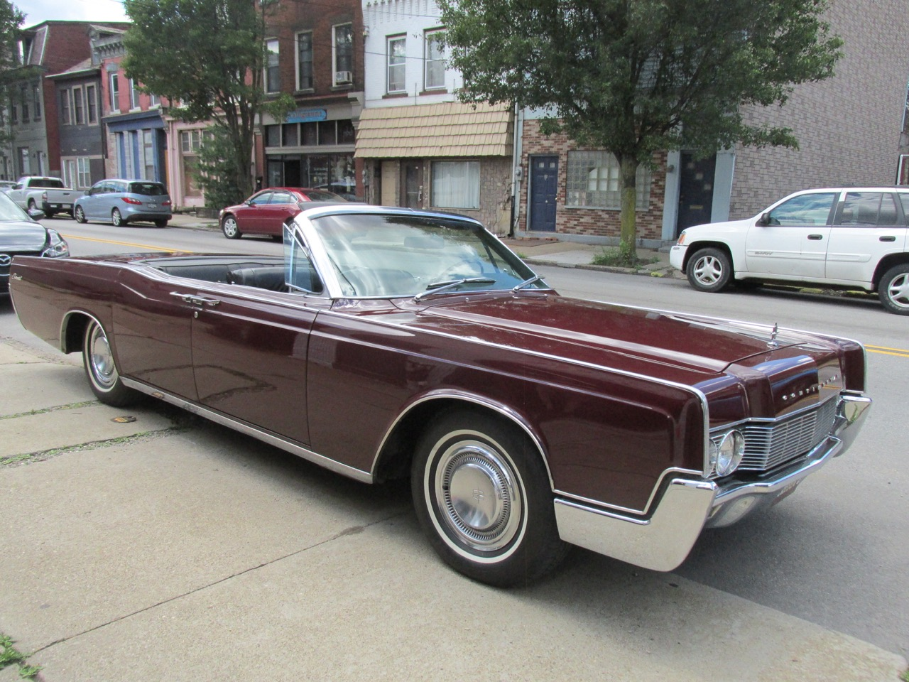 1967 Lincoln Continental - Fort Pitt Classic Cars